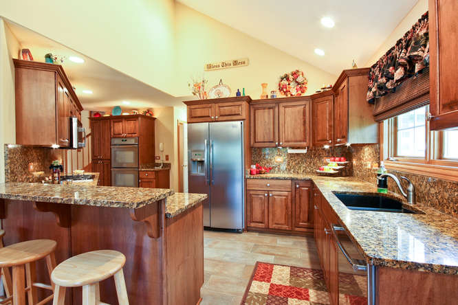 Upgraded Kitchen in open floor plan 10848deerpoint.greatcustomhome.com